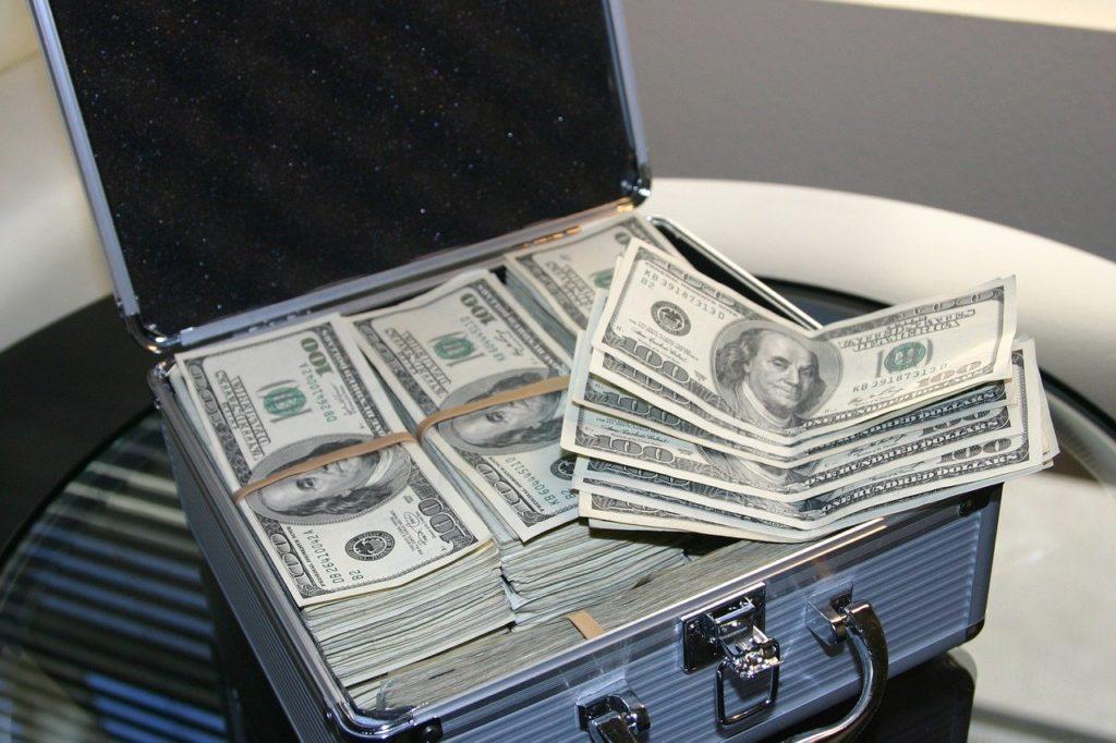 מזוודה של דולרים